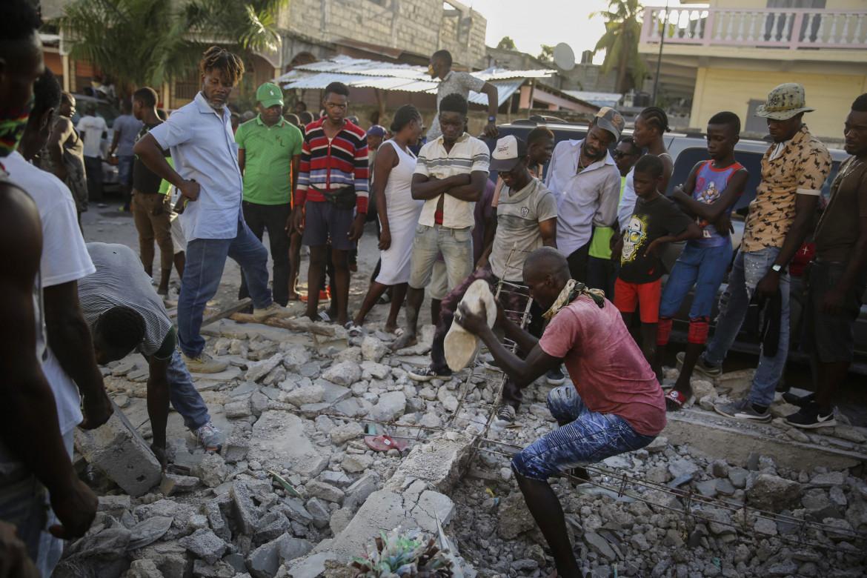 Una casa di Les Cayes distrutta dal terremoto che ha colpito Haiti