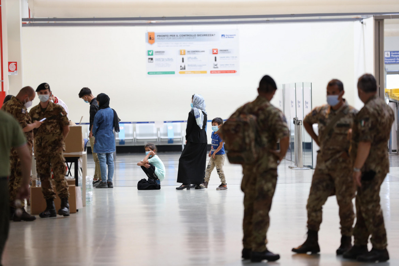 L'arrivo di profughi afghani a Roma