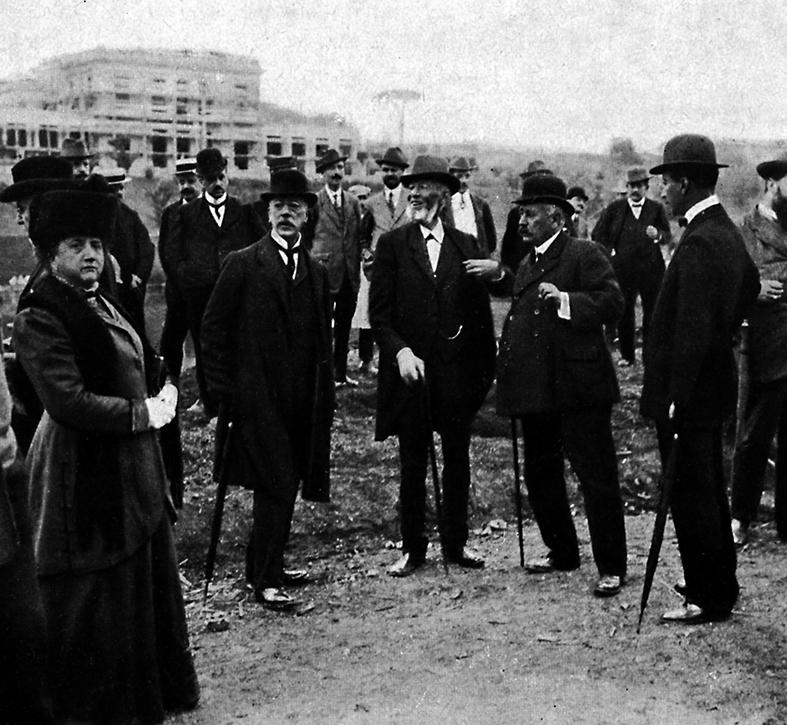 Roma, 1909, il sindaco Nathan, secondo da sinistra, visita il cantiere dello Zoo