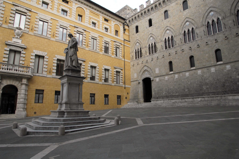 La sede del Monte dei Paschi a Siena