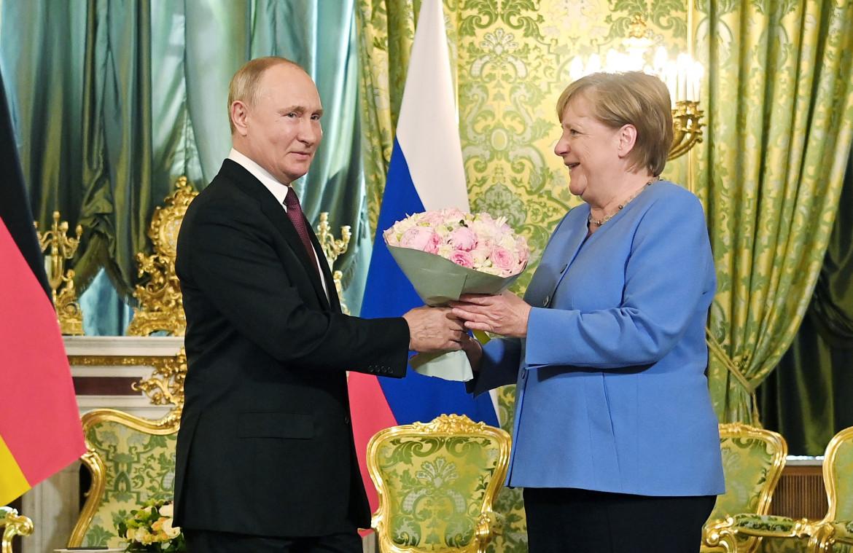 Il presidente russo Putin e la cancelliera Merkel ieri al Cremlino