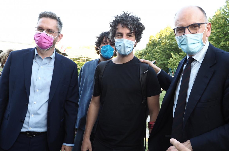 Mattia Santori con Enrico Letta e Matteo Lepore