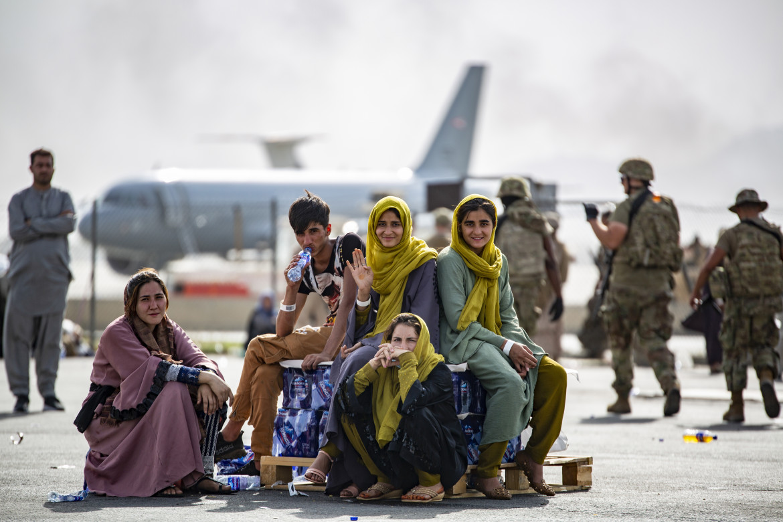 Profughe all'aeroporto di Kabul