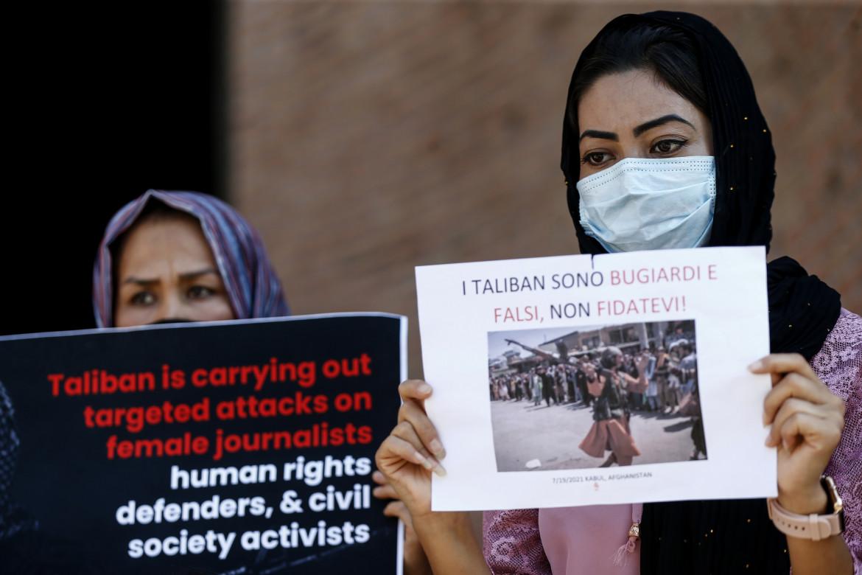 La manifestazione ieri a Roma della comunità afghana