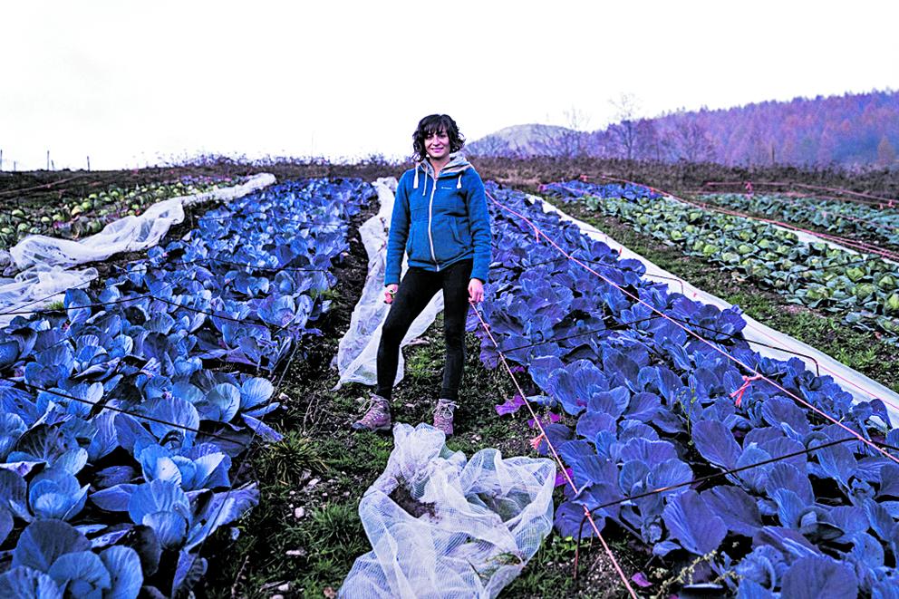 Serena Giraudo che a Ostana ha aperto «L'orto di Ostana» grazie anche  al comune - foto di Federico Bernini/Visual crew
