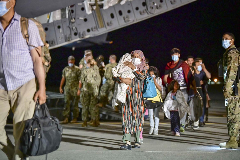 Afghani evacuati dagli Stati uniti, all'arrivo alla base di Sigonella