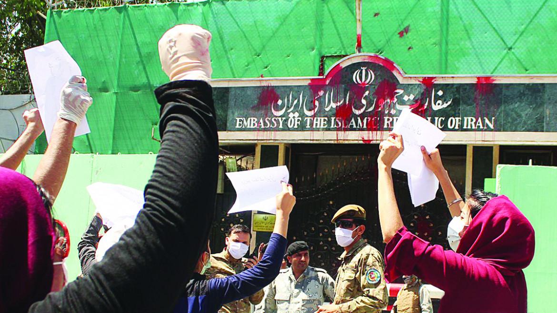Manifestazione di Hambastagi la scorsa estate davanti all'ambasciata iraniana