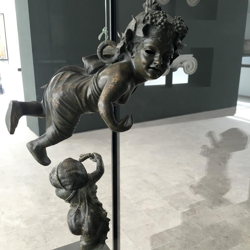 Statuetta di bronzo dal relitto di Mahdia nella nuova sala del Museo del Bardo di Tunisi