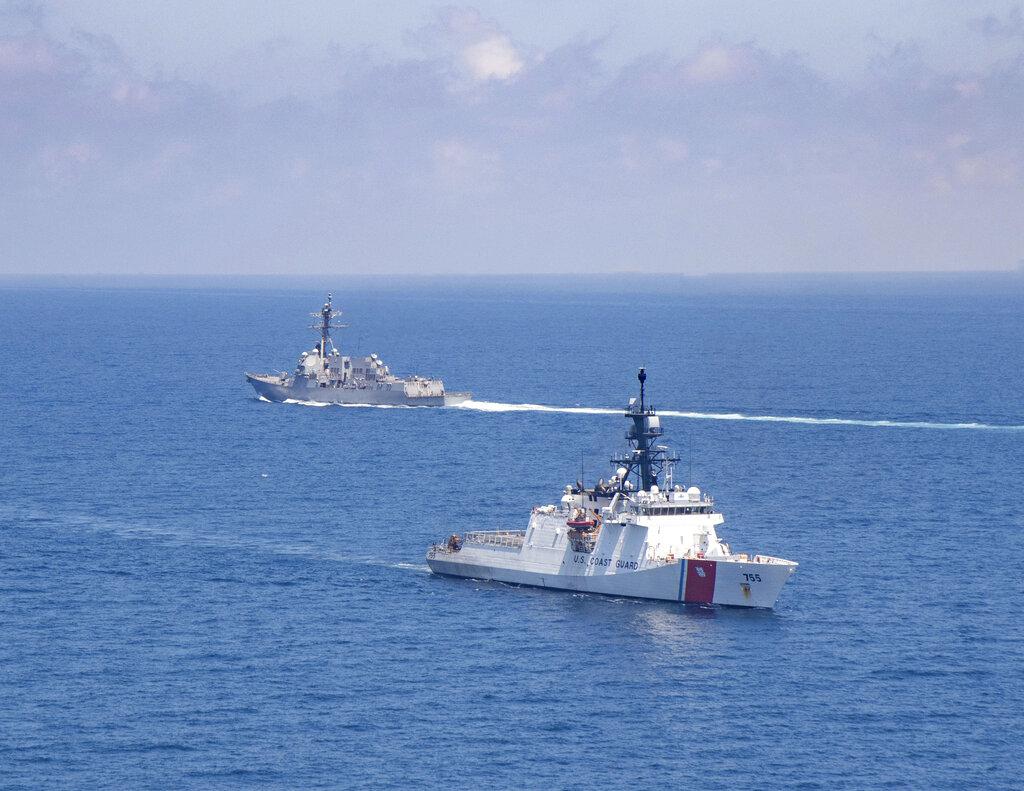 Navi militari americane transitano nello stretto di Taiwan