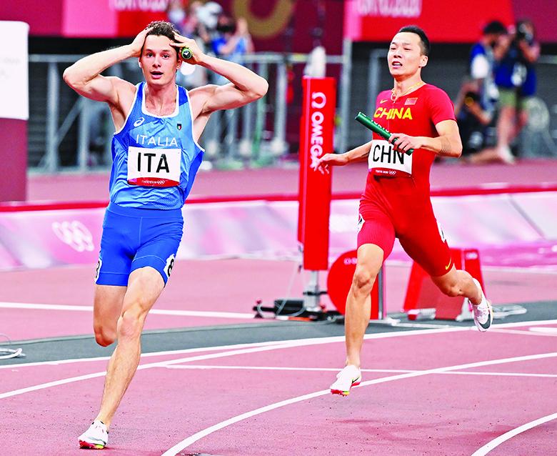Filippo Tortu dopo il traguardo della 4x100, oro olimpico per l'Italia