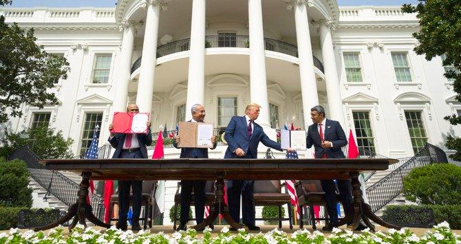 Donald Trump con i firmatari dell'Accordo di Abramo