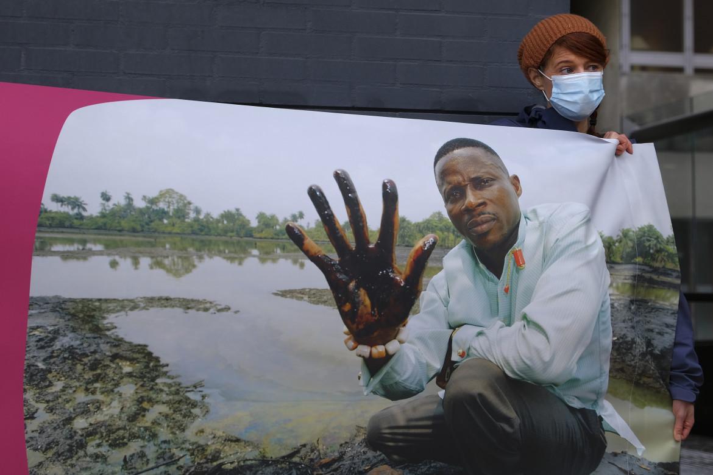 Una protesta in Olanda contro gli sversamenti di petrolio nel Delta del Niger
