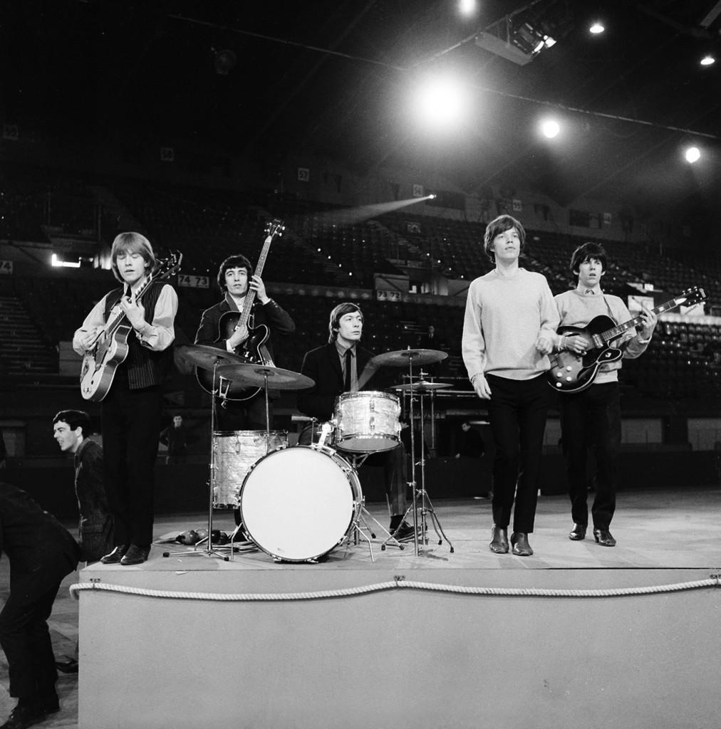 Rolling Stones nel 1964: da sinistra Brian Jones alla chitarra, Bill Wyman al basso, Charlie Watts alla batteria, Mick Jagger, cantante e Keith Richards, chitarrista