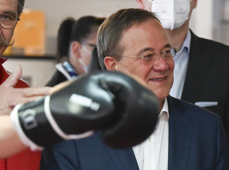 Armin Laschet, in basso  il socialdemocratico Olaf Scholz
