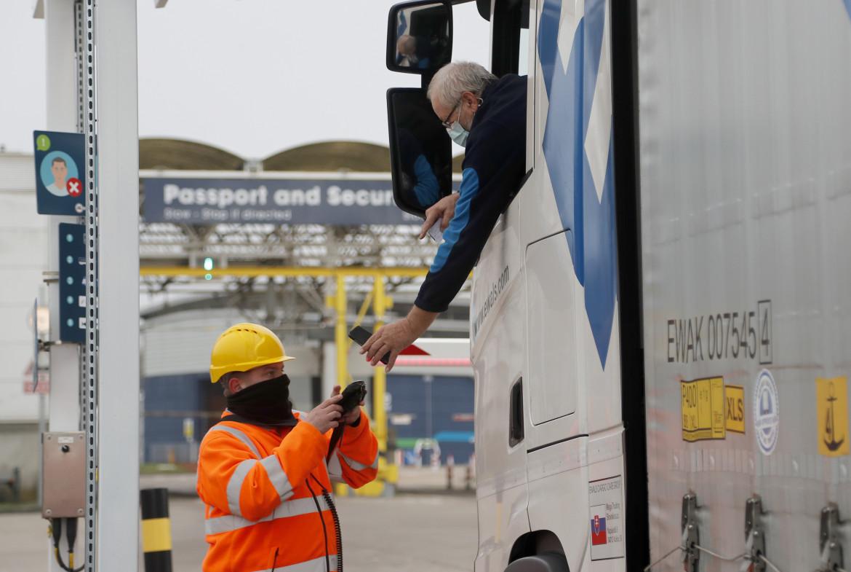 Controlli all'imbocco dell'Eurotunnel a Folkestone