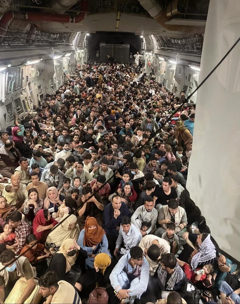 Gli oltre 600 afghani portati in Qatar da un C-17 dell'aviazione Usa