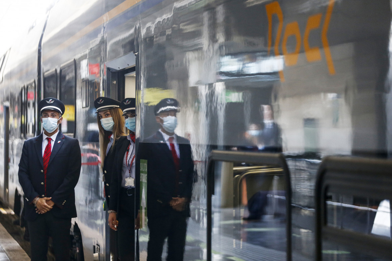 Il personale di un treno Alta velocità in partenza