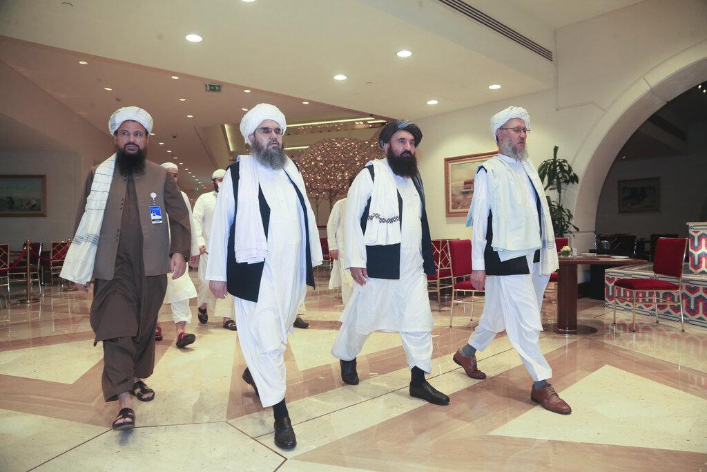 L'arrivo della delegazione talebana a Doha per i colloqui con l'emissario di Trump