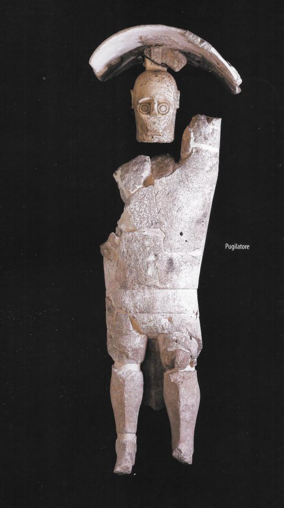 Uno dei pugilatori di Monte Prama,  secoli IX-VIII a.C., Cagliari, Museo Archeologico Nazionale, foto presa da: Giganti di pietra, Fabula, 2012