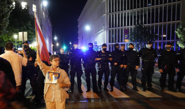 Varsavia, protesta anti-governativa contro la legge sui media
