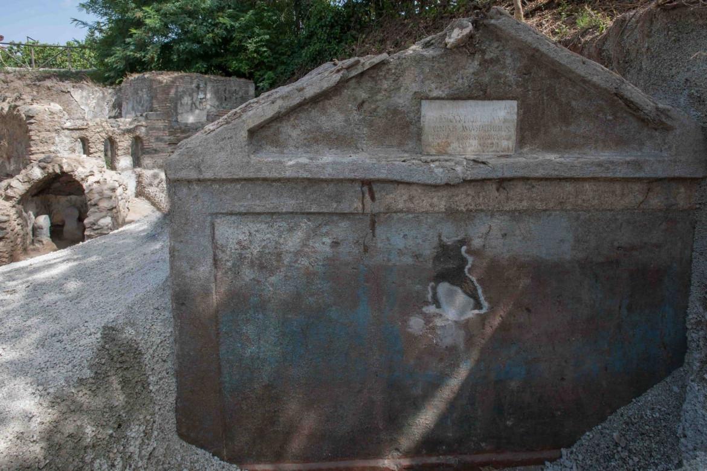 Tomba di Marcus Venerius Secundio, Porta Sarno, Pompei