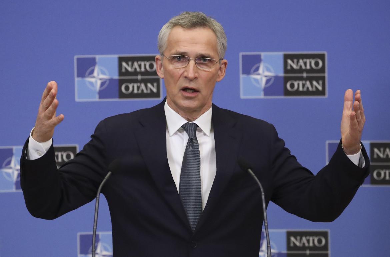 Il segretario generale della Nato Jens Stoltenberg nel quartier generale dell'Alleanza a Bruxelles