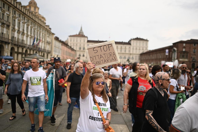 Protesta No green pass a Torino