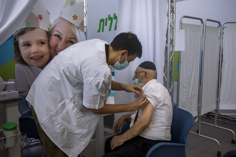 Tel Aviv, al via la terza dose per gli ultracinquantenni