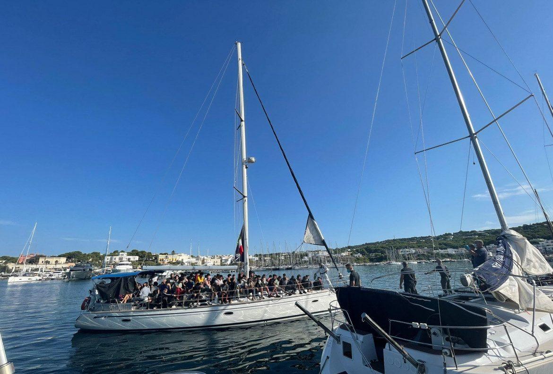 Uno dei due sbarchi di domenica 29 agosto a Santa Maria di Leuca
