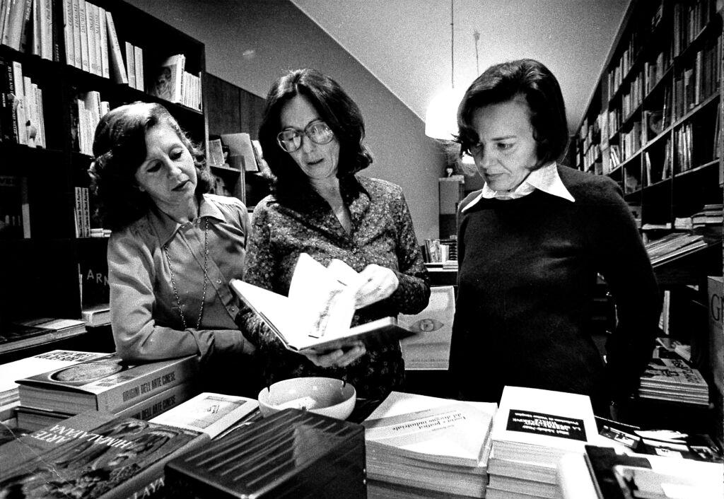 Nell'immagine, Annamaria Gandini, Laura Lepetit e Vanna Vettori foto da Archivio «Milano Libri»