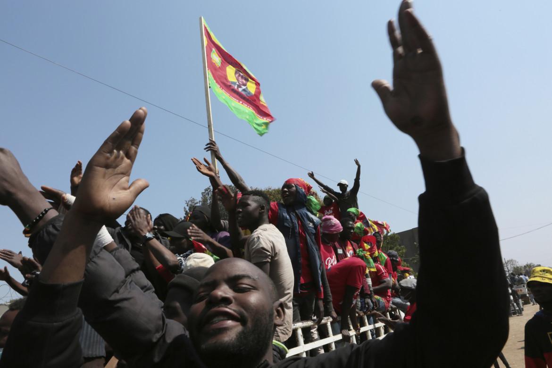 La festa dei sostenitori di Hakainde Hichilema a Lusaka