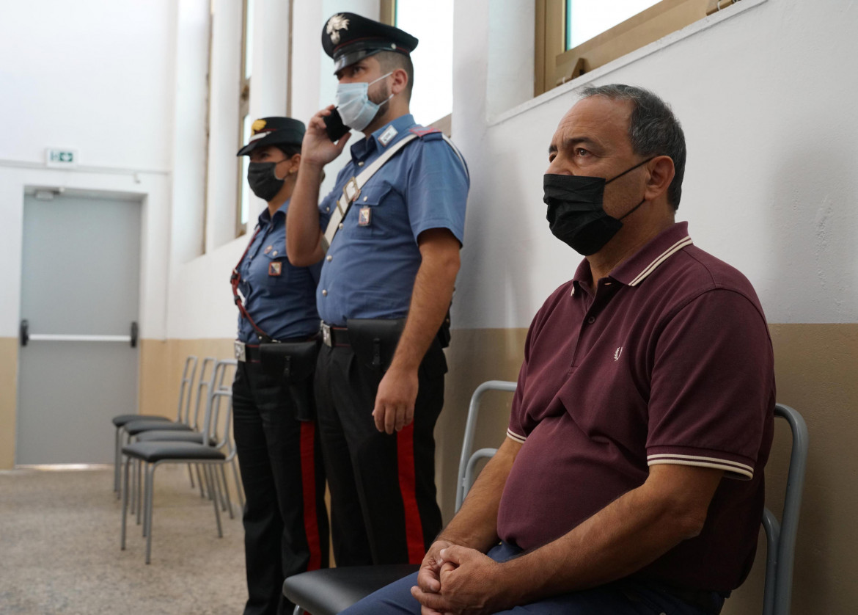Mimmo Lucano durante la sentenza
