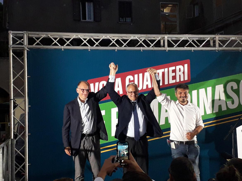 Enrico Letta con Roberto Gualtieri e Andrea Casu a Primavalle