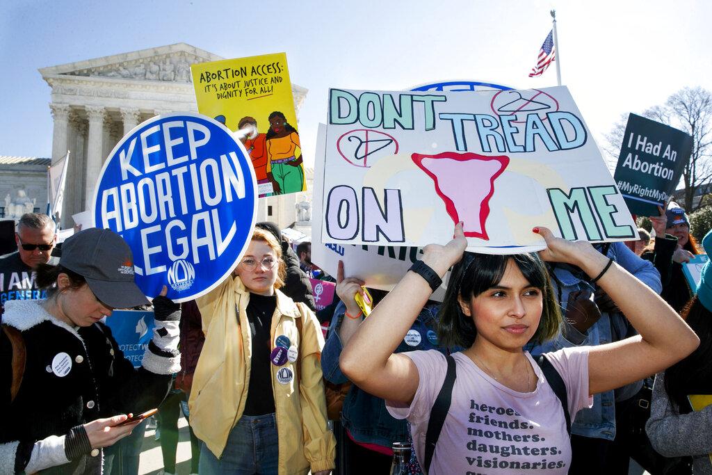 Una manifestazione a Washington, davanti alla Corte Suprema, per il diritto all'aborto
