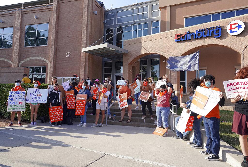 Una manifestazione contro la legge firmata dal governatore repubblicano Greg Abbott in Texas