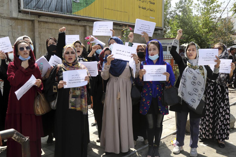 Manifestazione peri diritti delle donne a Kabul