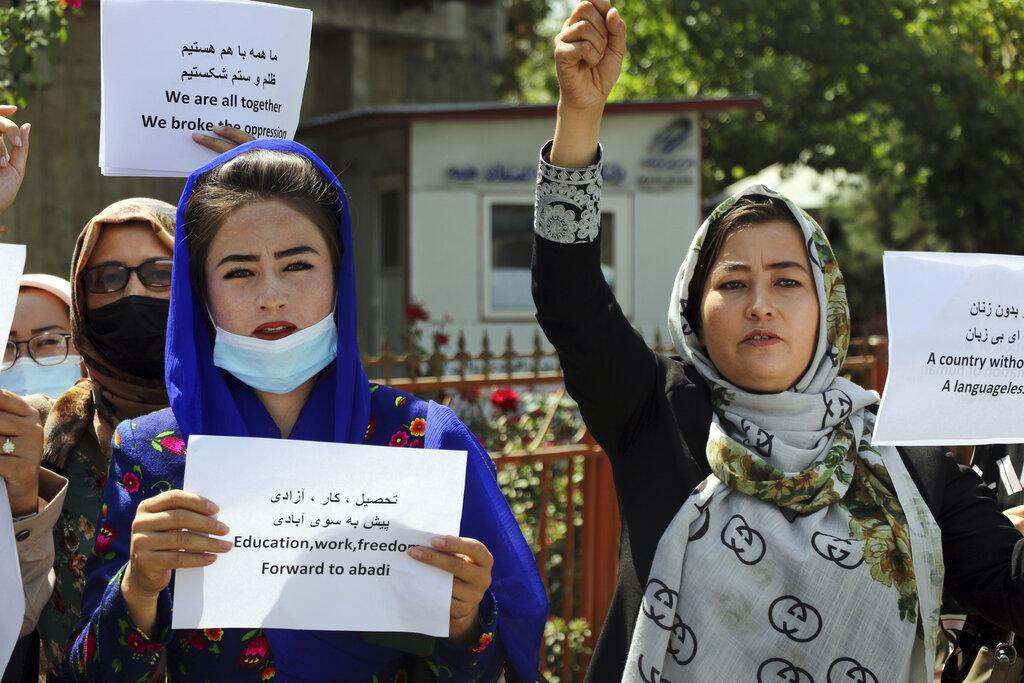 La protesta delle donne afghane dopo la presa di Kabul