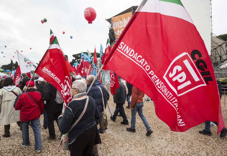 Una manifestazione di pensionati dello Spi Cgil