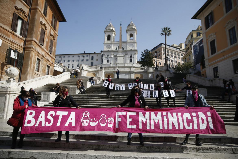 Roma, manifestazione contro i femminicidi del movimento