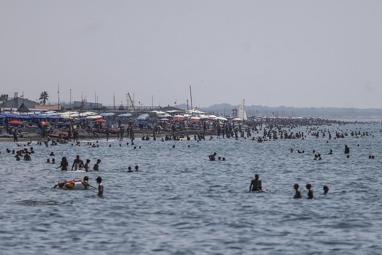 Ostia, fine settimana di Ferragosto al mare