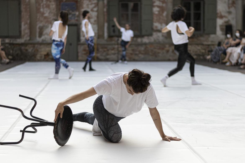 Coreografia da «Echoes» di Cristina Kristal Rizzo (foto di Giulia Casamenti)