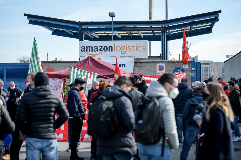 Lavoratori Amazon allo sciopero del 22 marzo