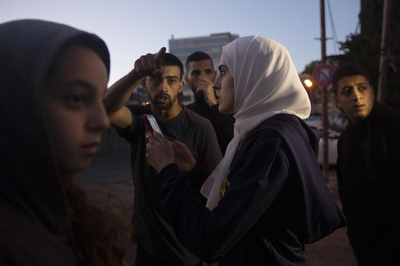 Muna el Kurd durante una protesta a Gerusalemme