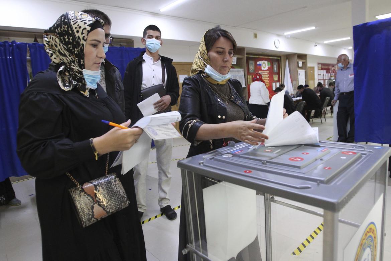 Un seggio elettorale a Grozny, in Cecenia, nel primo giorno di votazioni per il parlamento russo