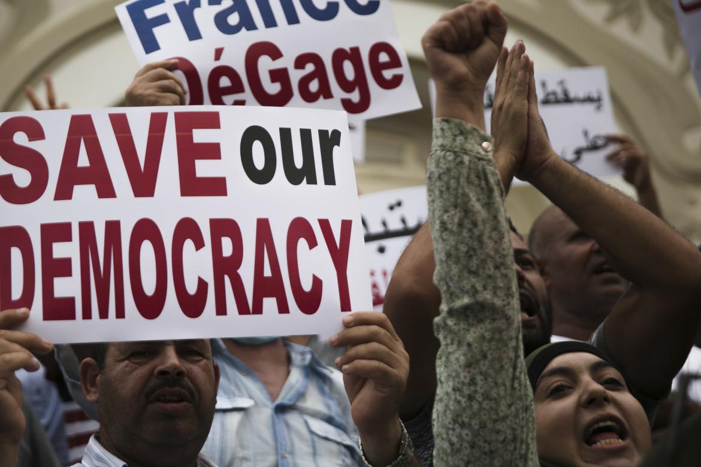 La protesta di ieri  a Tunisi contro  i «pieni poteri» assunti dal presidente Saied