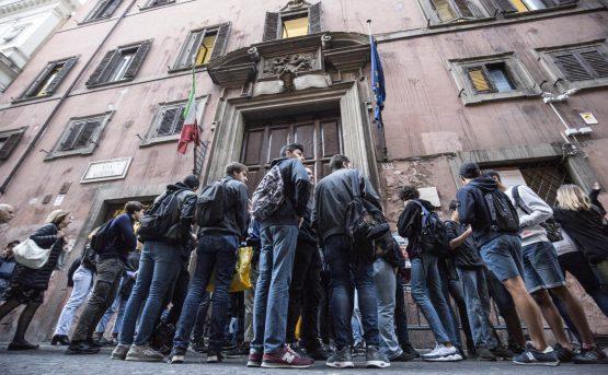 Scuola 450 mila studenti vivono in classi fuori legge