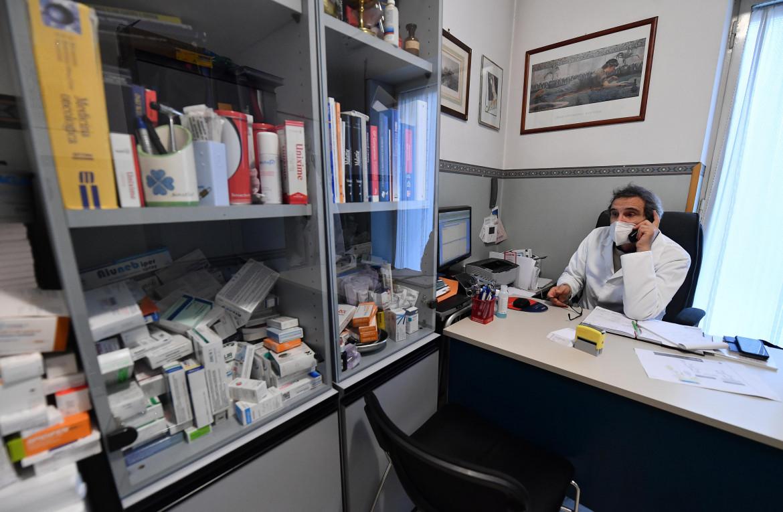 Roma, studio di un medico di base