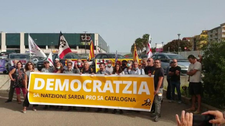 «La nazione sarda sostiene la nazione catalana», manifestazione a Sassari per Puigdemont