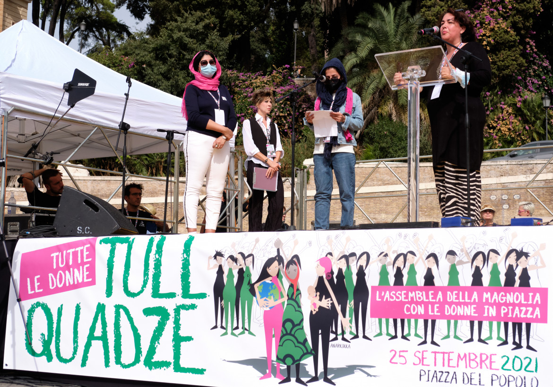 Le donne afghane ieri sul palco della manifestazione Tull Quadze