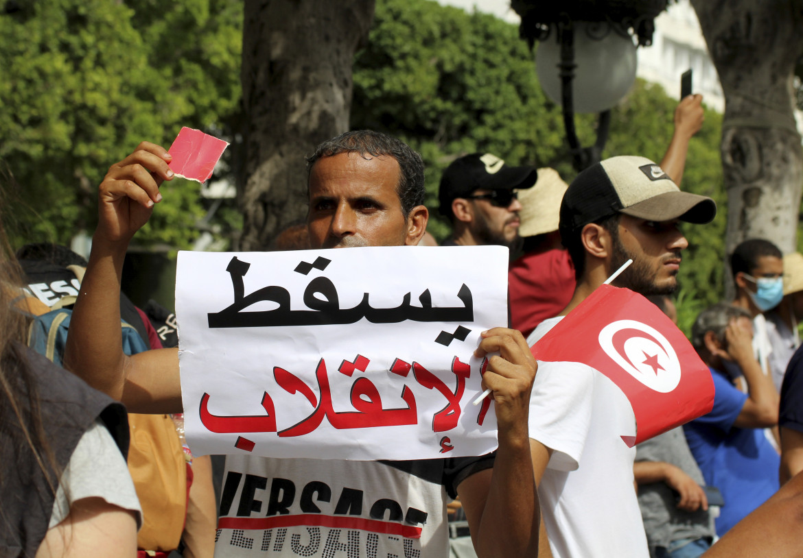 Domenica a Tunisi: «Basta golpe»